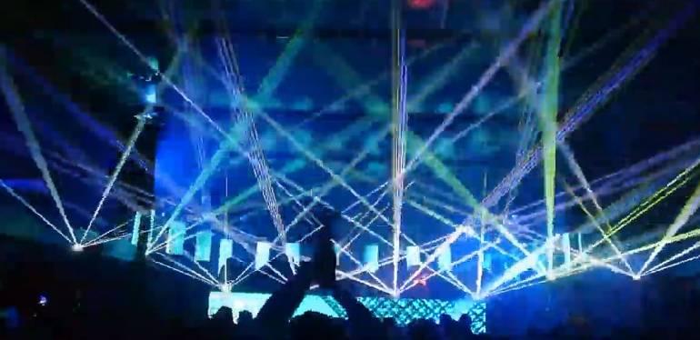 Laserski show z 8x rgb laserji